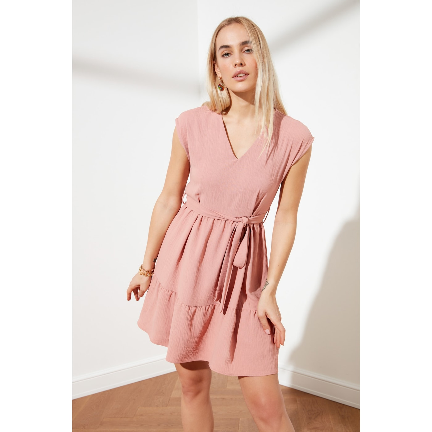 Trendyol Rose Dry Belt Dress dámské 36