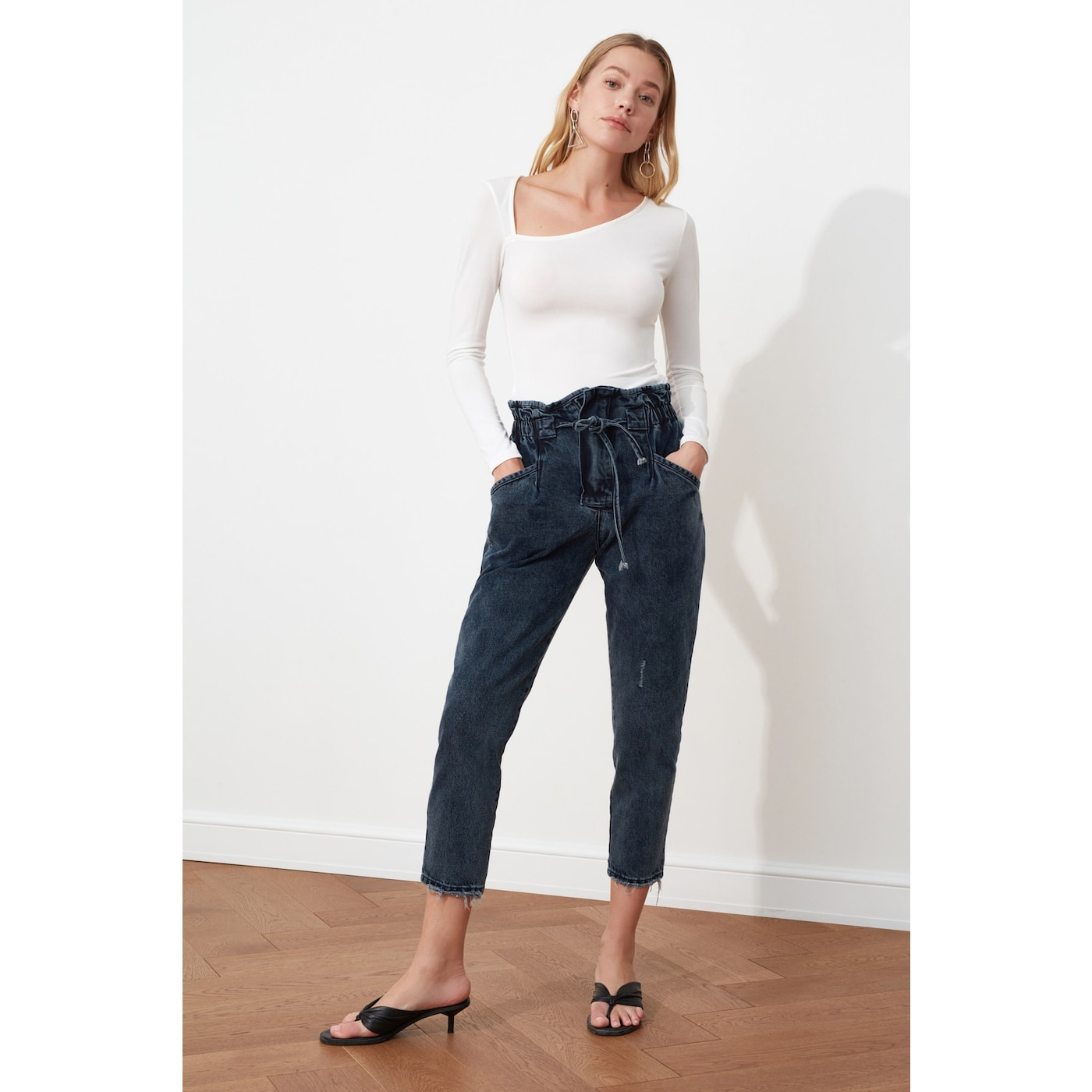 Trendyol Super High Waist Mom Jeans dámské Black 36