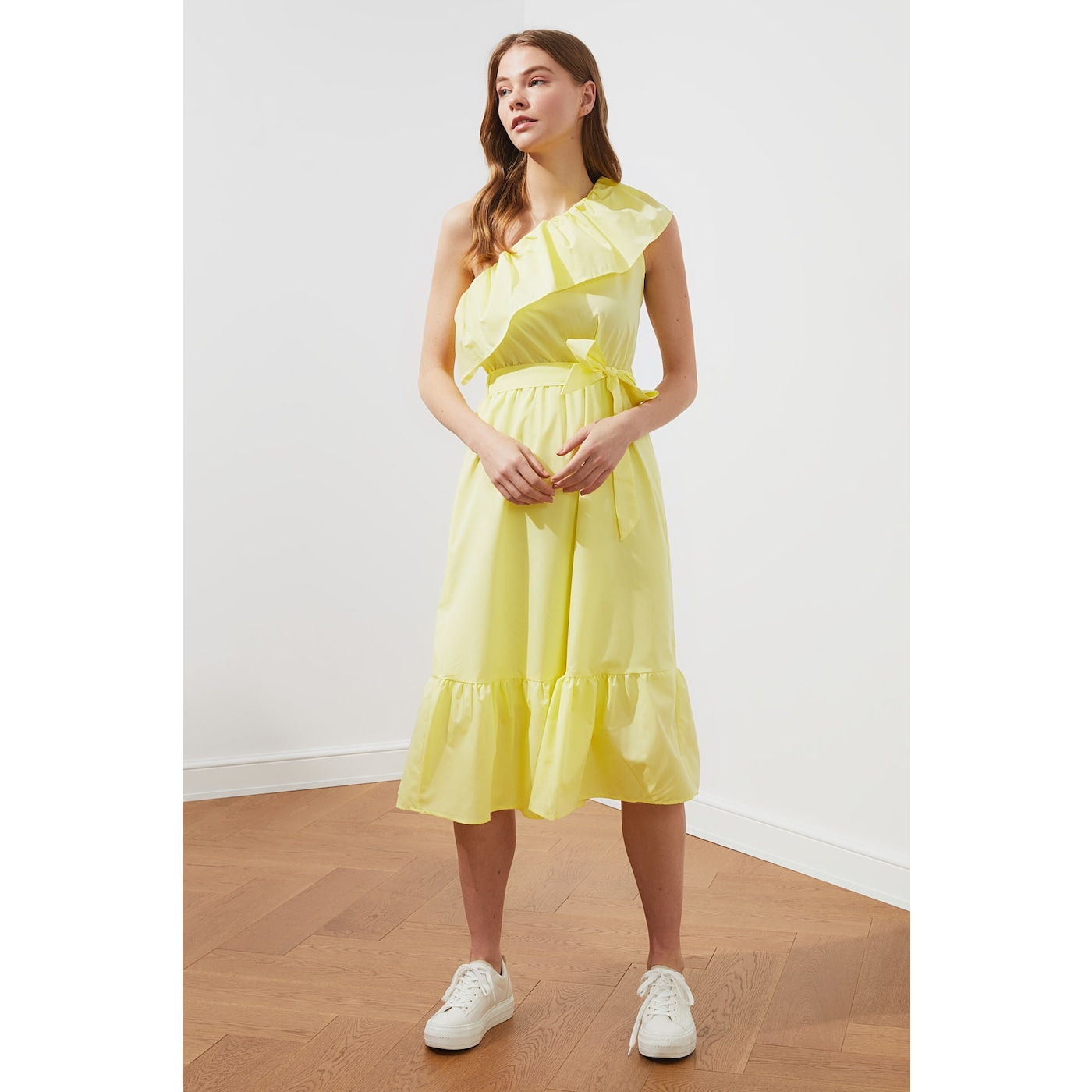 Trendyol Yellow Belt One-Sleeve Flywheel Dress dámské 40