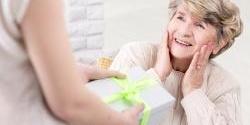 10 tipov na vianočný darček, ktorým potešíte svoju starú mamu