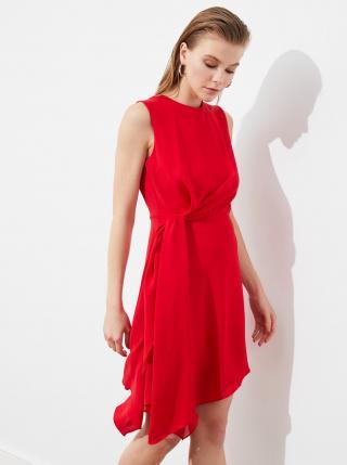 Červené šaty s priestrihom na chrbte Trendyol dámské červená M