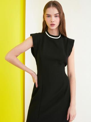 Čierne šaty so zaväzovaním a potlačou na chrbte Trendyol dámské čierna M