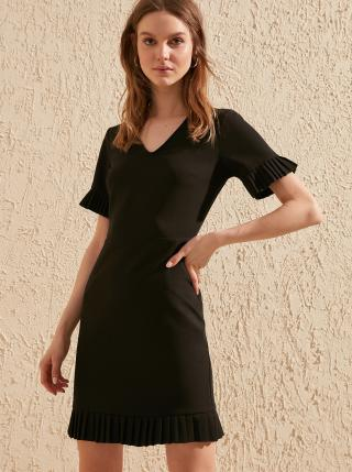 Čierne šaty Trendyol dámské čierna M