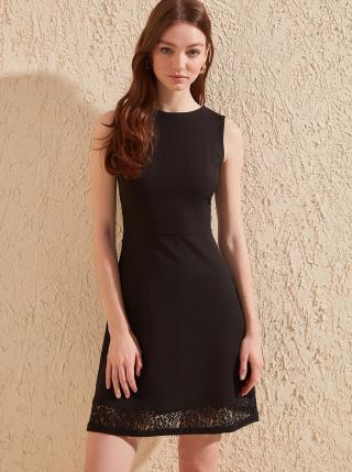 Čierne šaty Trendyol - XL dámské čierna XL