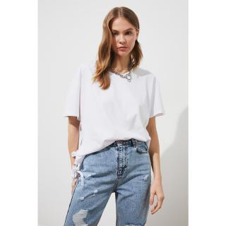 Trendyol Asymmetrical Knitted T-Shirt WITH White Binding Detail dámské S