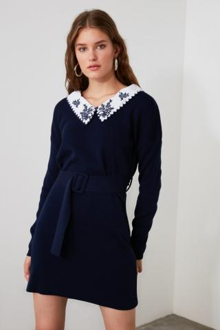 Trendyol Belted Knitwear Dress with Navy Woven Neckline Detailing dámské S