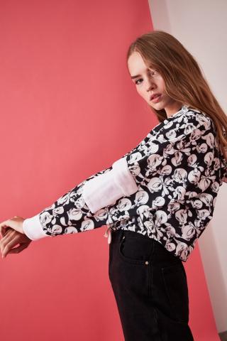 Trendyol Black Tweety Licensed Printed Crop Knitted Sweatshirt dámské XS