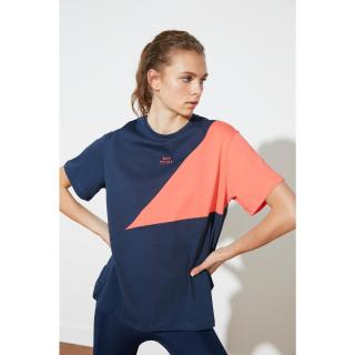 Trendyol Boyfriend Sports T-Shirt WITH Navy Blue Color Block and Embroidery dámské S