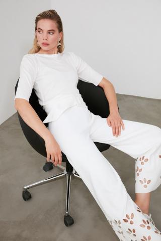 Trendyol Ekru Arm Gathered Knit Knit Sweater dámské Ecru M
