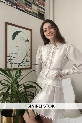 Trendyol Ekru Neck Line Detailed Accessory Dress dámské Ecru 34