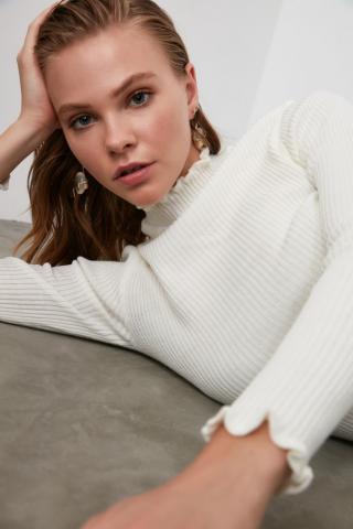 Trendyol Ekru Right Collar Knit Sweater dámské Ecru S