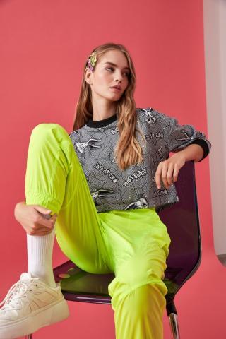 Trendyol Grey Bugs Bunny Licensed Printed Crop Knitted Sweatshirt dámské XS