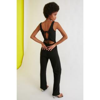 Trendyol Knitted Jumpsuit with Black Back Decolletage dámské M