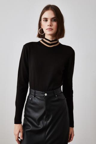 Trendyol Knitwear Sweater with Black Collar Detailing dámské S
