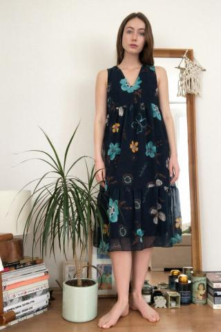 Trendyol Sleeveless Dress With Navy Floral Pattern dámské 34