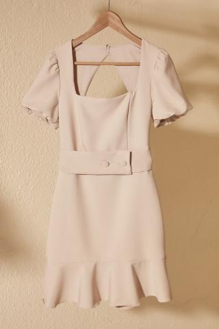 Trendyol Square Neck Dress with Stone Belt Back Cleavage dámské 40
