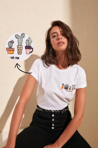 Trendyol White Embroidered Basic Knitted T-Shirt dámské XS